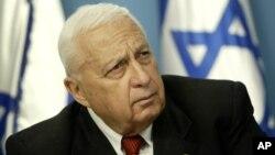 L'ancien Premier ministre israélien Ariel Sharon, le 16 mai 2004, lors d'une conférence de presse à Jérusalem.