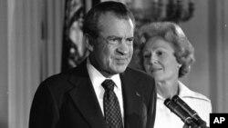 Президент США Ричард Никсон подписал закон, объявляющий День отца национальным праздником. 9 августа 1974 г.