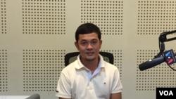 "Suy Senglim bird photographer and founder of ""Birds of Cambodia, Education and Conservation"" (Nem Sopheakpanha/VOA Khmer)"