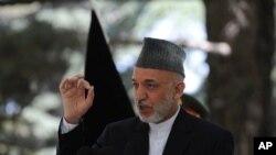 ប្រធានាធិបតីអាហ្វកានីស្ថាន Hamid Karzai ក្នុងពេលសន្និសិទកាសែតនៅវិមានប្រធានាធិបតីក្នុងរដ្ឋធានីកាប៊ុលថ្ងៃទី៣១ ខែឧសភា ឆ្នាំ២០១១។