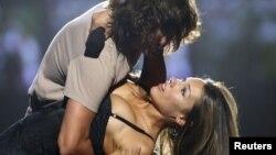 """La famosa actriz y modelo argentina, Carolina """"Pampita"""" Ardohaín y el también actor chileno, Benjamín Vicuña, confirmaron la muerte de su hija."""