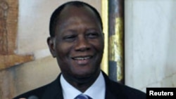 Le président Ouattara reçoit la secrétaire d'Etat Hillary Clinton à Abidjan (17 jan. 2012)