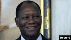 Le président Ouattara reçoit la secrétaire d'Etat Hillary Clinton à Abidjan, le 17 janvier 2012.