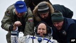 روسي سیوز فضایي بېړۍ په قزاقستان کې ځمکې ته راښکته شوه.