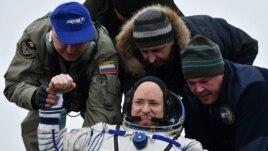 Kelly thyen rekordin amerikan për qëndrim në orbitë