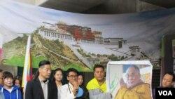 台湾公民团体及藏人社团星期四举行310西藏抗暴日60周年游行行前记者会。(美国之音张永泰)