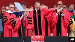 Rais Barack Obama akiwa katika mahafali ya chuo kikuu cha Rutgers, May 15, 2016.