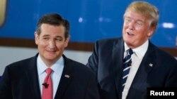 ຜູ້ສະມັກ ປະທານາທິບໍດີ ສະຫະລັດ ສະມາຊິກສະພາສູງ ສະຫະລັດ ທ່ານTed Cruz (ຊ້າຍ) ແລະທ່ານ Donald Trump ມະຫາເສດຖີ ອະສັງຫາລິມະຊັບ.