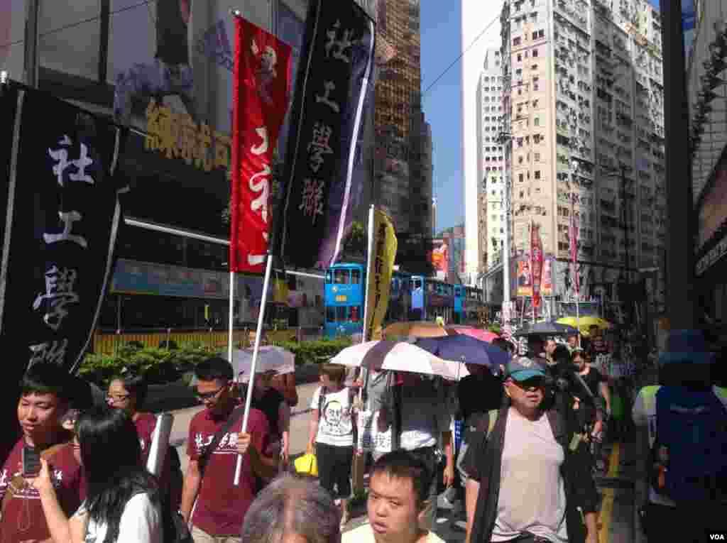 香港泛民举行抗议选举政治筛选游行 (美国之音海彦拍摄)