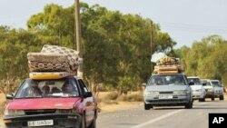 فرار مردم از شهر سِرت در لیبیا