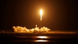 载着四名民间业余宇航员的龙飞船从佛罗里达州肯尼迪航天中心腾空而起。(2021年9月15日)