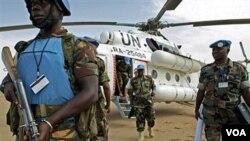 Para anggota pasukan pemelihara perdamaian di Darfur, Sudan.