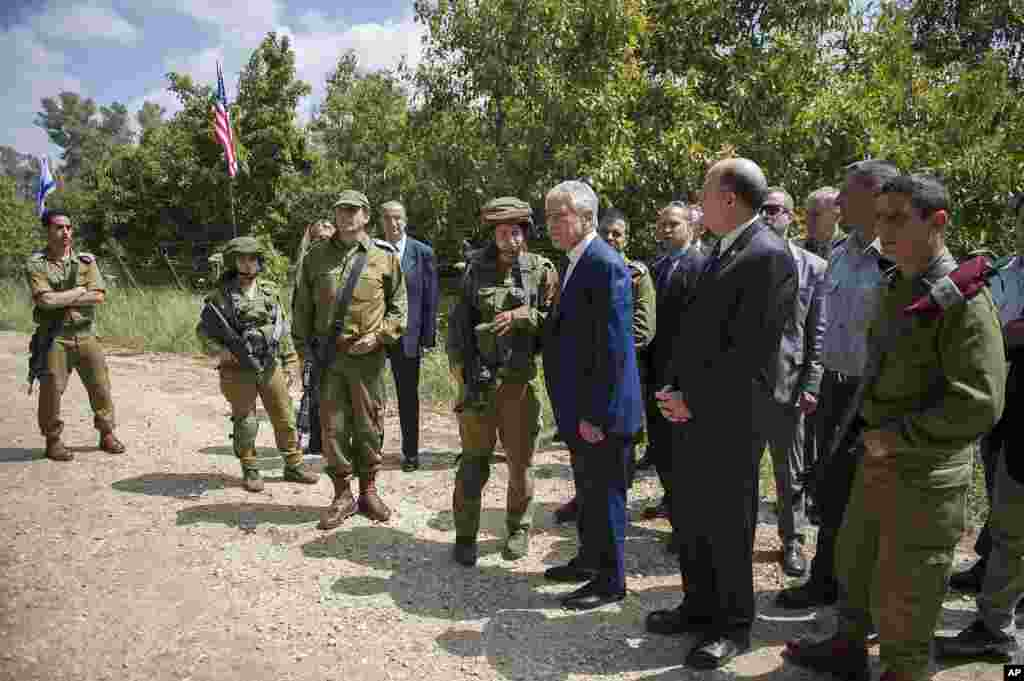 U.S. Secretary of Defense Chuck Hagel and Israeli Defense Minister Moshe Yaalon speak with an Israeli military K-9 unit training at Camp Adam near Tel Aviv, April 23, 2013.