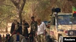 Des combattants touareg dans le désert malien