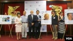美國視覺藝術家協會頒發天安門精神獎給為中國民主奮鬥人士(美國之音容易拍攝)