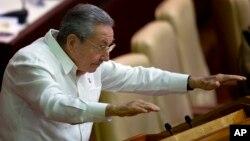Kuba rahbari Raul Kastro mamlakat parlamentida, Gavana, 20-dekabr, 2014