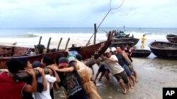 Chính quyền Đà Nẵng đã cấm thuyền đánh cá ra khơi.