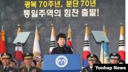 박근혜 한국 대통령이 지난달 12일 열린 2015년 장교 합동 임관식에서 축사를 하고 있다. (자료사진)