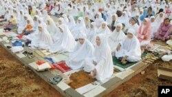 انڈونیشیا میں بھی رویتِ ہلال پہ تنازع، عوام پریشان