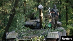 Proruski separatista na tenku T-64 u Donjecku na istoku Ukrajine 16. jula 2014.
