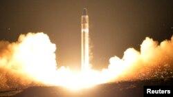 북한이 지난해 11월 '화성-15형' 대륙간탄도미사일을 시험발사했다.