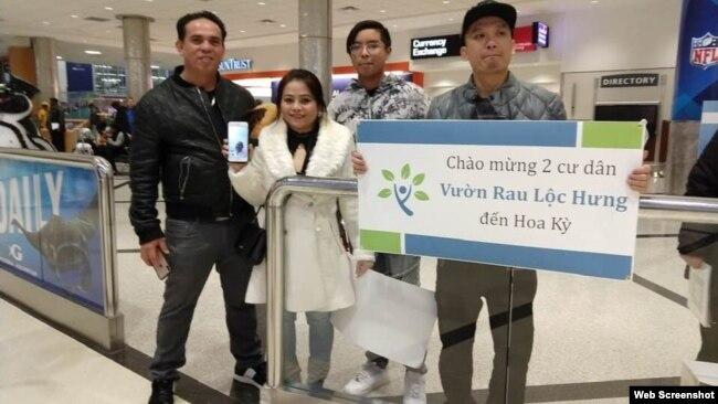 Từ trái sang: vợ chồng bà Nguyễn Thị Mỹ Phượng, chị gái của ông Nguyễn Hữu Tấn, và ông Nguyễn Hữu Vũ và ông Nguyễn Hữu Hải. Photo: BPSOS.