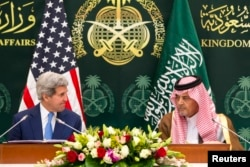 U.S. Secretary of State John Kerry (L) attends a news conference with Saudi Arabia's Foreign Minister Saud bin Faisal bin Abdulaziz al-Saud in Riyadh, March 5, 2015.