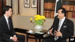 وزیر اعظم گیلانی اور برطانوی لیڈر آف اپوزیشن کی ملاقات