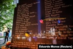 Peringatan 9/11 20 tahun serangan 11 September 2001 di New York City, seperti yang terlihat dari Exchange Place, New Jersey, AS, 11 September, 2021. (Foto: REUTERS/Eduardo Munoz)