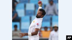 بلال آصف نے دبئی میں آسٹریلیا کے خلاف اپنے پہلے ٹیسٹ میں 36 رنز کے عوض 6 کھلاڑیوں کو آؤٹ کیا۔ 10 اکتوبر 2018