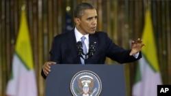 19일 버마 양곤대학 연설하는 바락 오바마 미국 대통령.