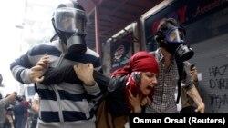 Geçen yıl olduğu gibi bu yıl da Gezi Parkı gösterilerinin yıldönümünde polisin barışçı protestoculara müdahalesi acımasız ve orantısız oldu