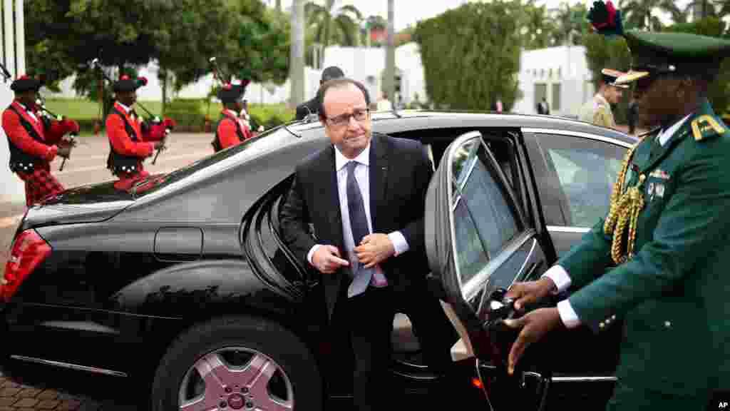 Le président français François Hollande, arrive à Abuja, au Nigeria, le 14 mai 2016.