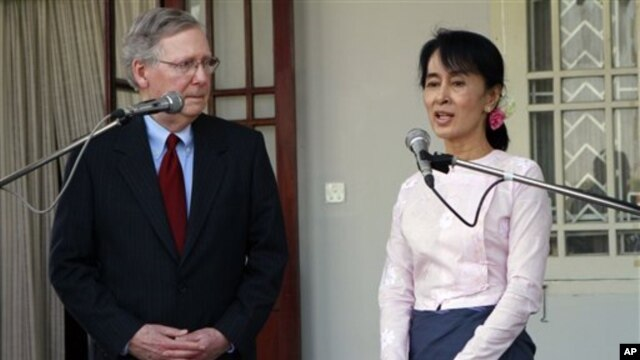 US Senator Mitch McConnell, left, listens to Burmese pro-democracy leader Aung San Suu Kyi in Rangoon, Burma Jan. 16, 2012.