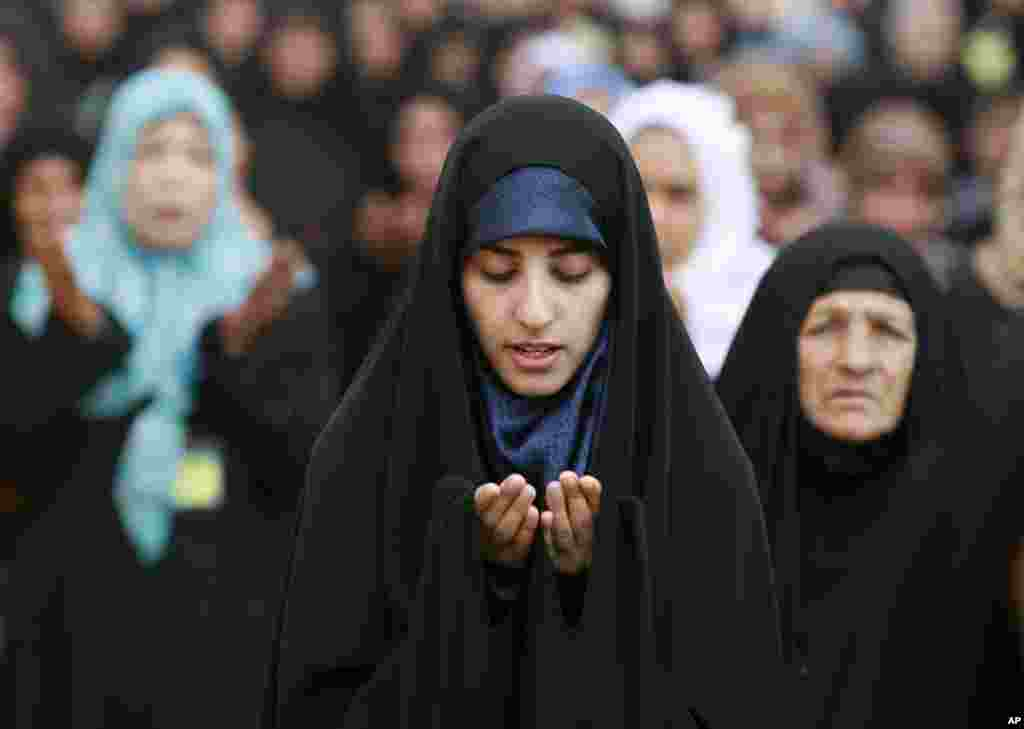 Iraqi Shi'ite Muslim women attend the Eid al-Adha prayer, outside the party headquarters of the Supreme Islamic Council, in Baghdad, Iraq, October 26, 2012.