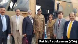 معین وزارت خارجۀ پاکستان این هیات را رهبری می کرد