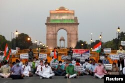 2020年6月17日印度人民党支持者抗议中国的示威,并向死难印度军人致敬。