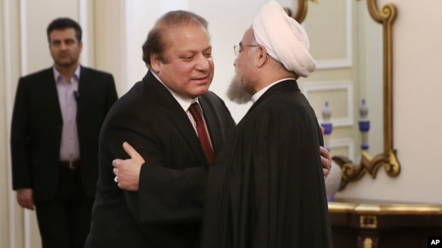 Iranian President Hassan Rouhani (R) welcomes Pakistani Prime Minister Nawaz Sharif for their meeting in Tehran, Iran, Jan. 19, 2016. Iran and Pakistan are looking to improve bilateral ties, but still face a few hurdles.
