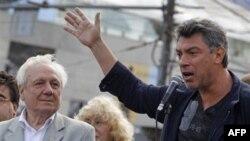 Сергей Филатов и Борис Немцов. Москва. 22 августа 2011 года