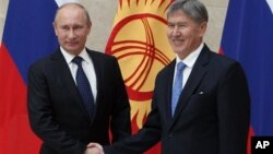 Президенты Владимир Путин и Алмазбек Атамбаев. Бишкек. 20 сентября 2012 г.