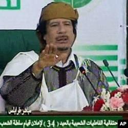 Mouammar Kadhafi affirme avoir le soutien de son peuple