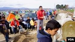Trẻ em tại một trại tị nạn Idomeni ở biên giới Hy Lạp-Macedonia, ngày 8/3/2016.
