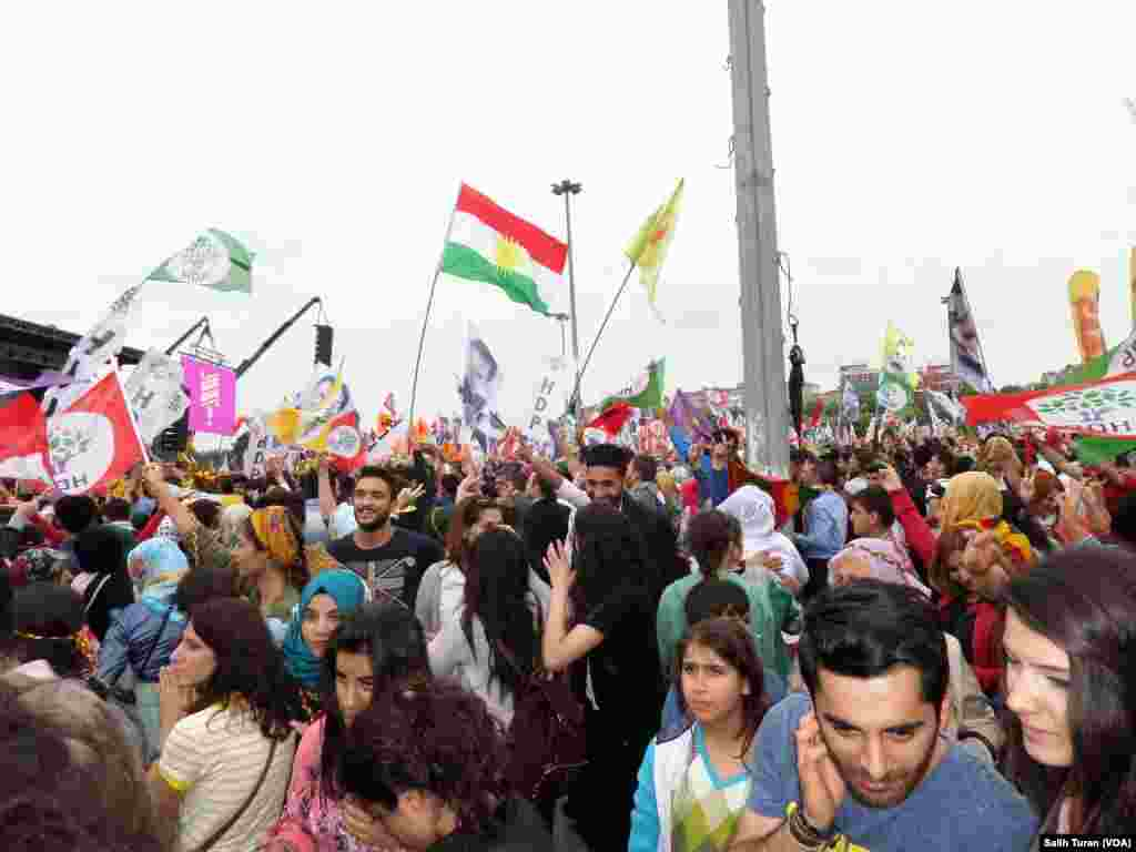 HDP rally in Istanbul, June 8, 2015 (Salih Turan/VOA Kurdish)
