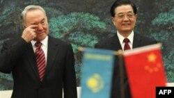 Chủ tịch Hồ Cẩm Đào ggặp Tổng Thống Kazakhstan Nursultan Nazarbayev ở Astana