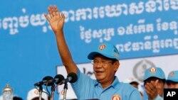 훈센 캄보디아 총리가 27일 캄보디아 프놈펜에서 오는 29일 총선에서 집권 캄보디아국민당(CPP)의 승리를 위해 선거 유세를 하고 있다.
