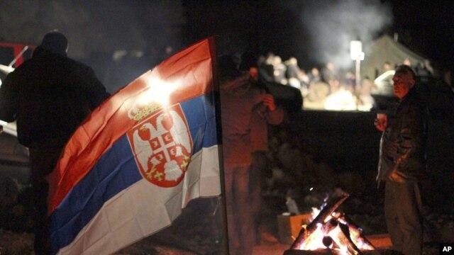 Lokalni Srbi blokiraju prilaz graničnom prelazu Jarinje u znak protesta zbog sprovođenja sporazuma o integrisanom upravljanju graničnih prelaza između Beograda i Prištine