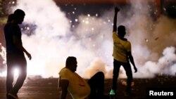 斯里兰卡几天来爆发多起大规模反政府示威,2018年9月5日的科伦坡街头。