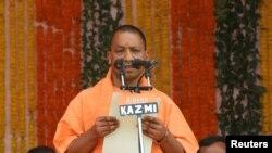 بھارت کی ریاست اتردپردیش کے وزیراعلیٰ یوگی آدتیہ (فائل فوٹو)