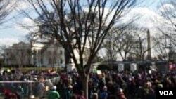 Prosvjednici pred Bijelom kućom