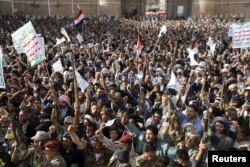 Followers of the Houthi group demonstrate in Sana'a against the Saudi-led airstrikes on Yemen, April 1, 2015.